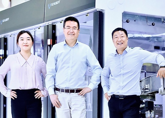 Maggie Ma (Office Manager), Ping Meng (Technical Director) und Gavin Liu (Sales Director)
